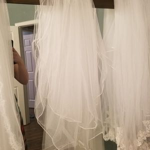 Light ivory 2 layer veil with stitched edge